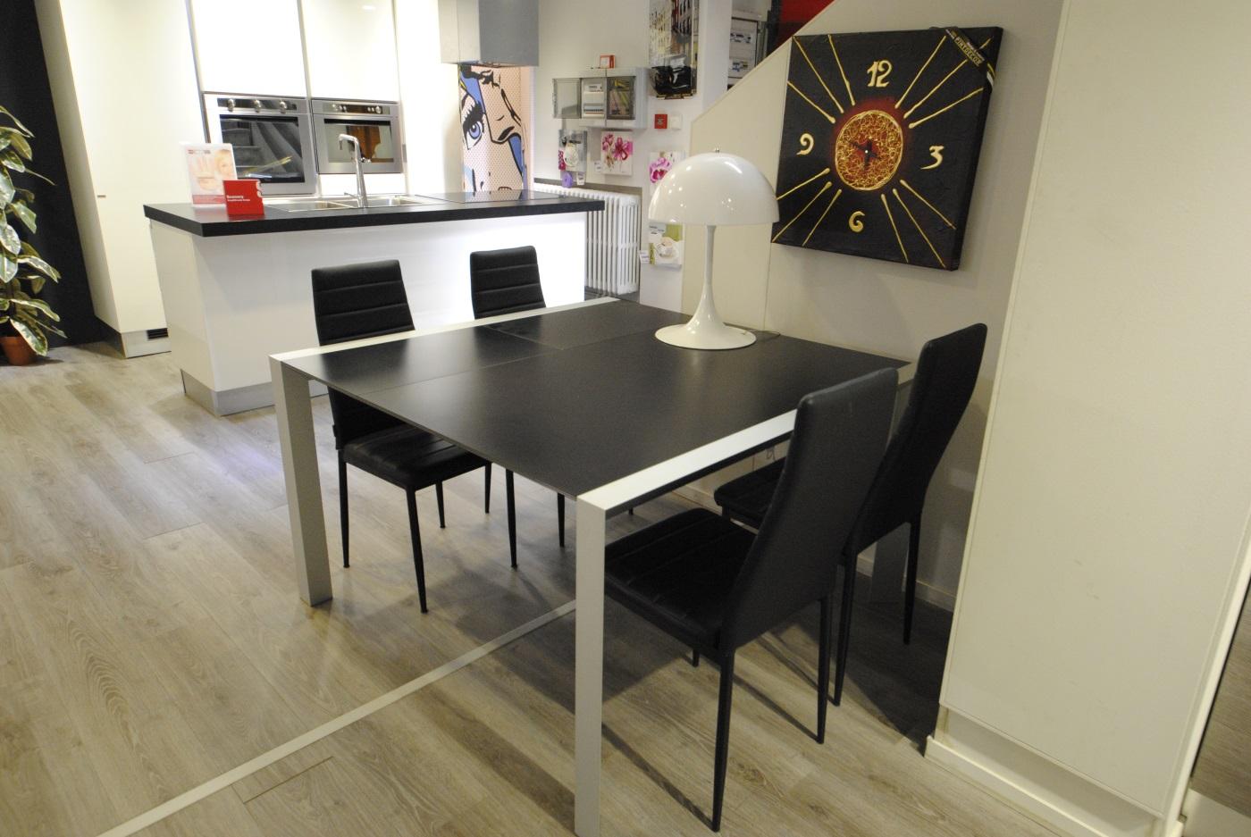 Offerta tavolo allungabile ciacci modello domino san for Domino arredamenti